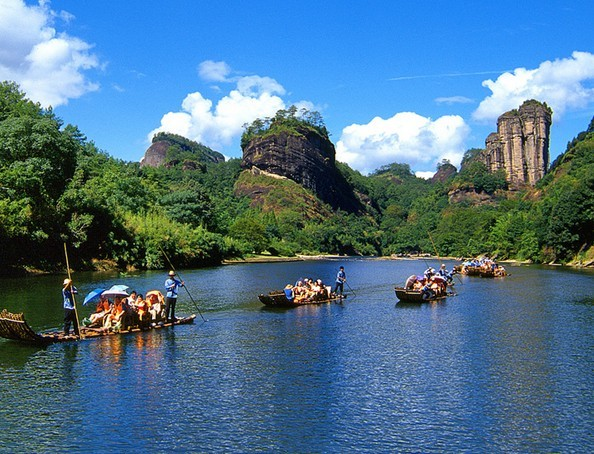 I'll take a break from climbing mountains to take a relaxing bamboo boat ride in Wuyi Shan.